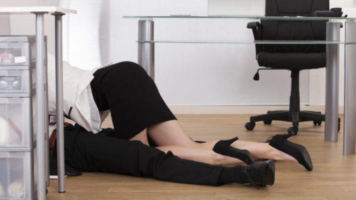 Làm gì khi chồng ngoại tình nơi công sở
